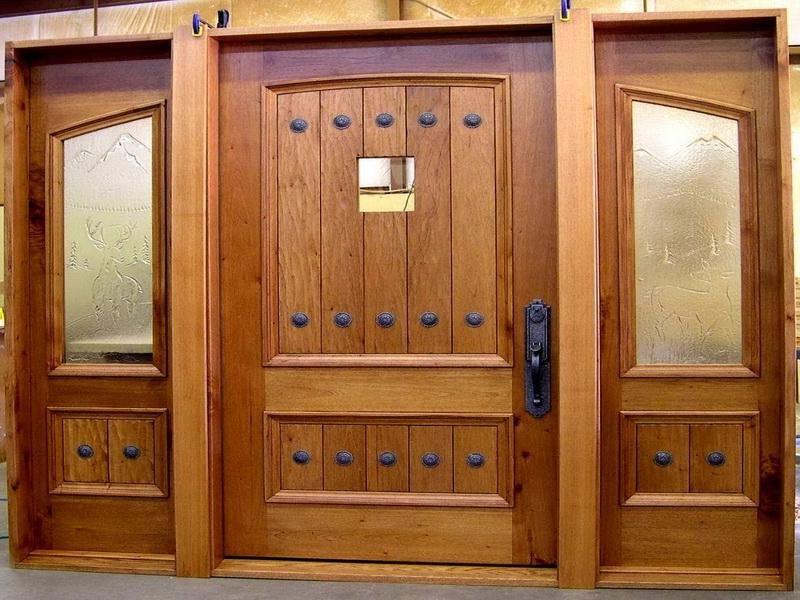 Перед установкой деревянной двери обязательно нужно подготовить инструменты для работы