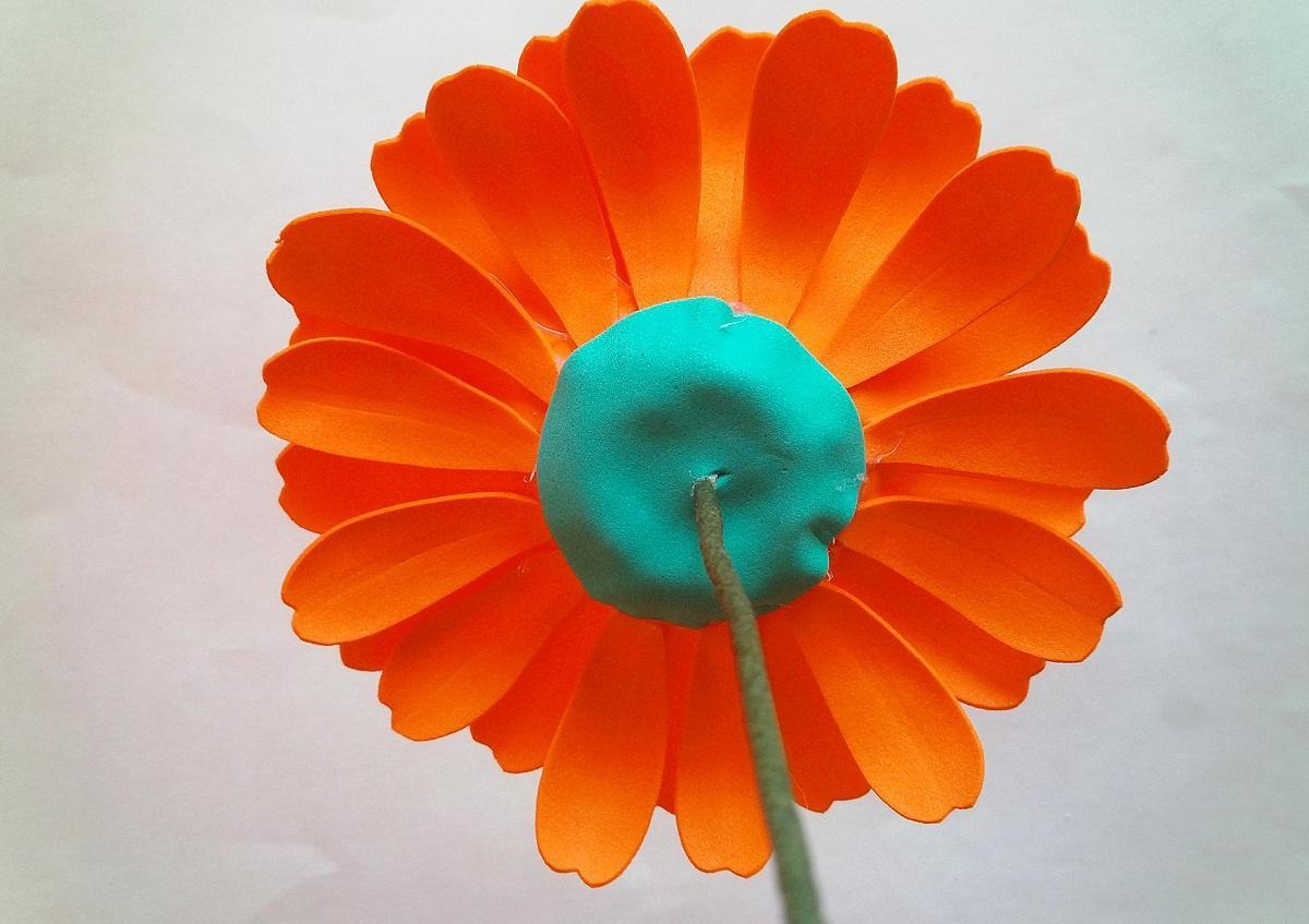 711a2275cf5adc824e56a3001aabcb7e Гербера из фоамирана: фото мастер класса, видео как сделать пошагово, выкройки и шаблоны цветов, по схеме своими руками