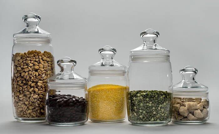 Для профилактики появления паразитов на вашей кухне, сыпучие продукты следует хранить в герметичной таре