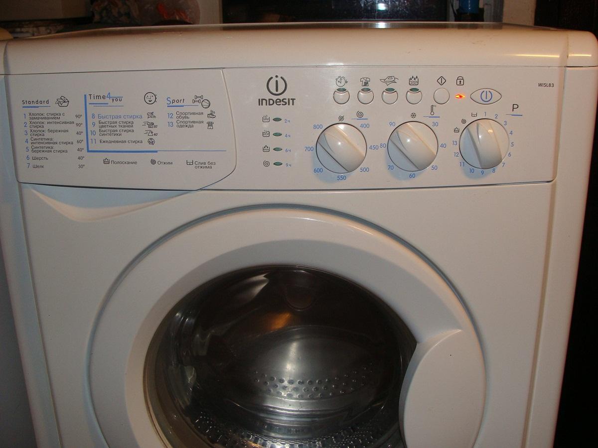Чтобы стиральная машина прослужила как можно дольше, в ней не рекомендуется стирать больше вещей, чем положено