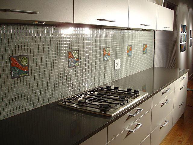 Отделка в стиле минимализма и строгости - отличное решение для модерн и хай-тек кухонь