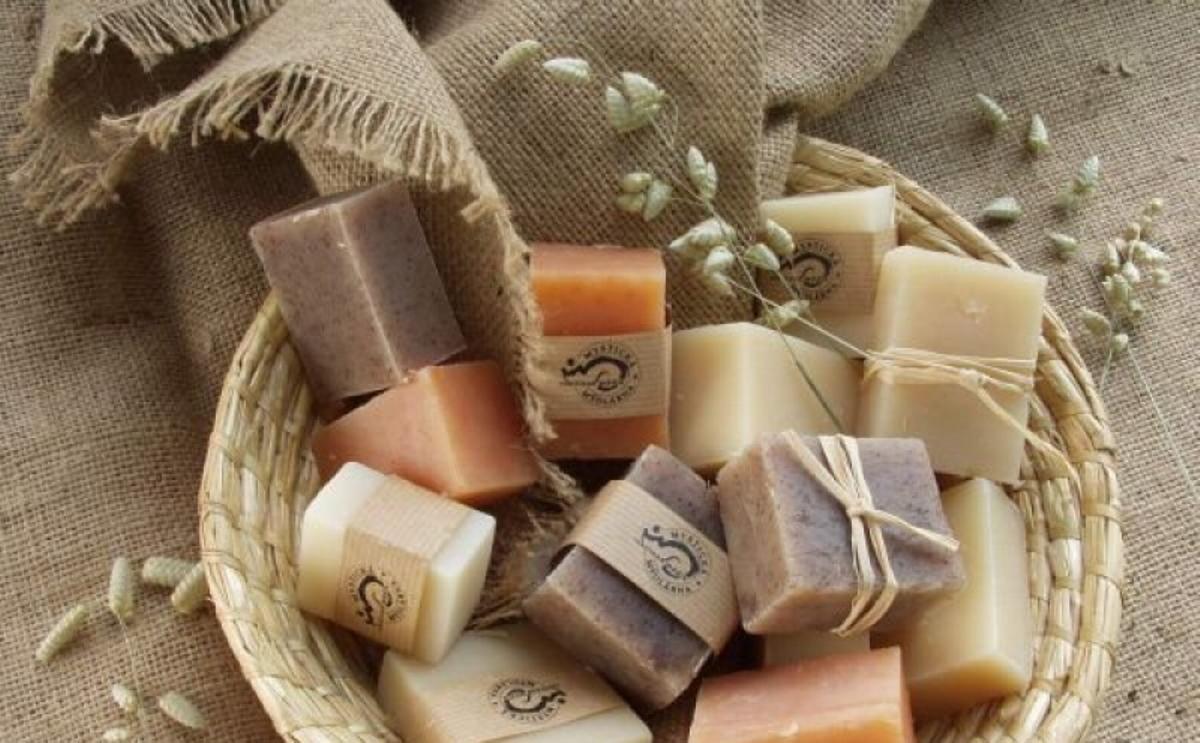 Многие предпочитают использовать хозяйственное мыло, поскольку оно является гипоаллегренным