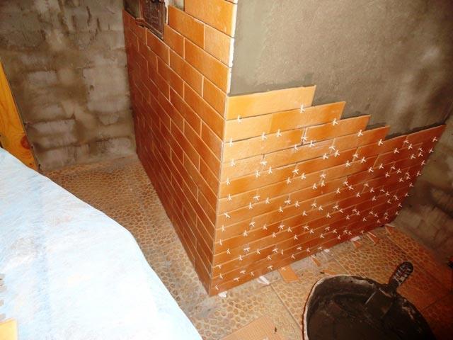 Соблюдайте правильный размер зазоров между плиткам, чтобы не допустить откалывания