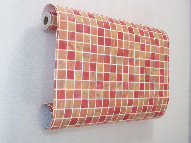 Пленка для плитки - весьма недорогое, но эффективное решение в вопросе ее обновления