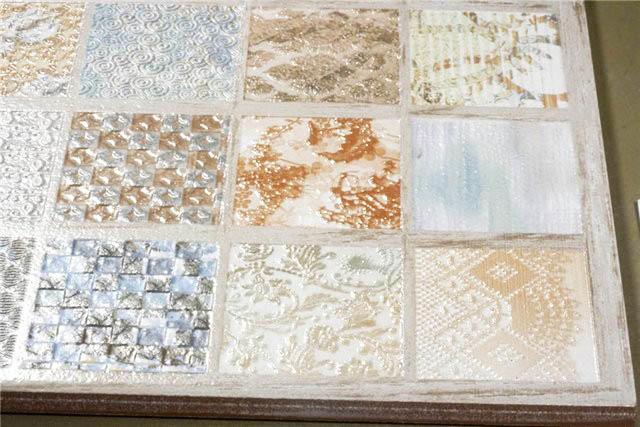 Очень популярное сегодня решение - уникальные рисунки плиток в одинаковой цветовой гамме. Выглядит целостно, стильно и очень оригинально
