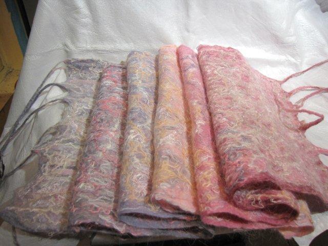 9a97381afb79 Валяный шарф (31 фото): метод мокрое валяние, модели паутинка и капуста из войлока и на марле
