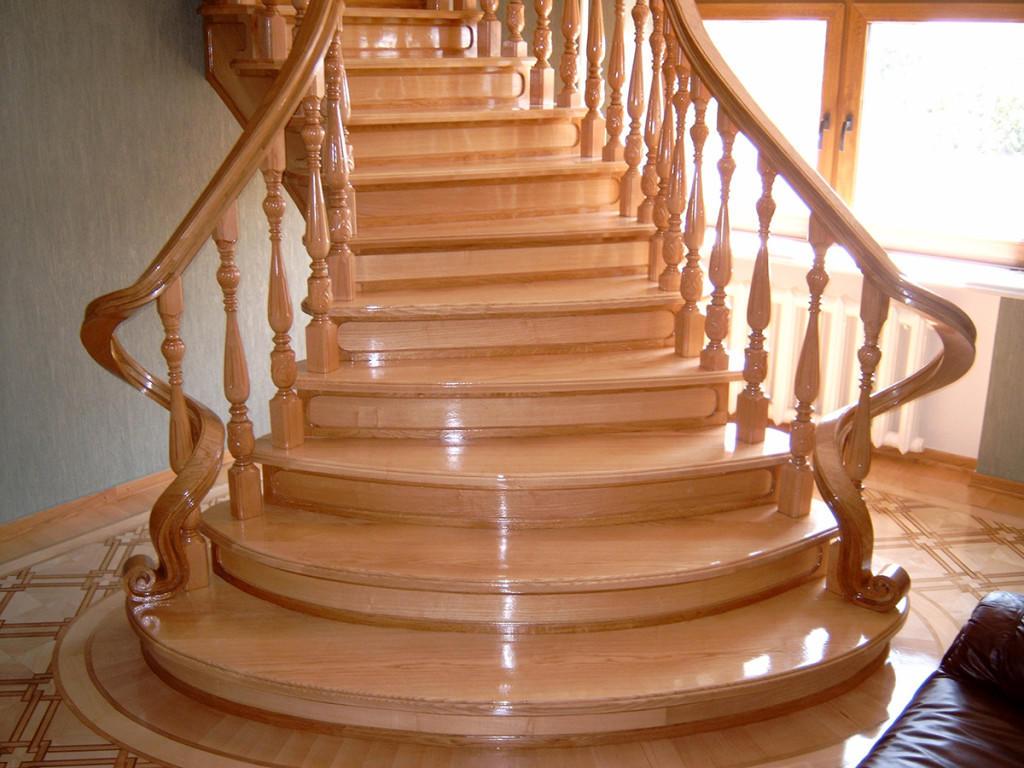 При изготовлении и установке лестницы важно соблюдать порядок выполнения работ
