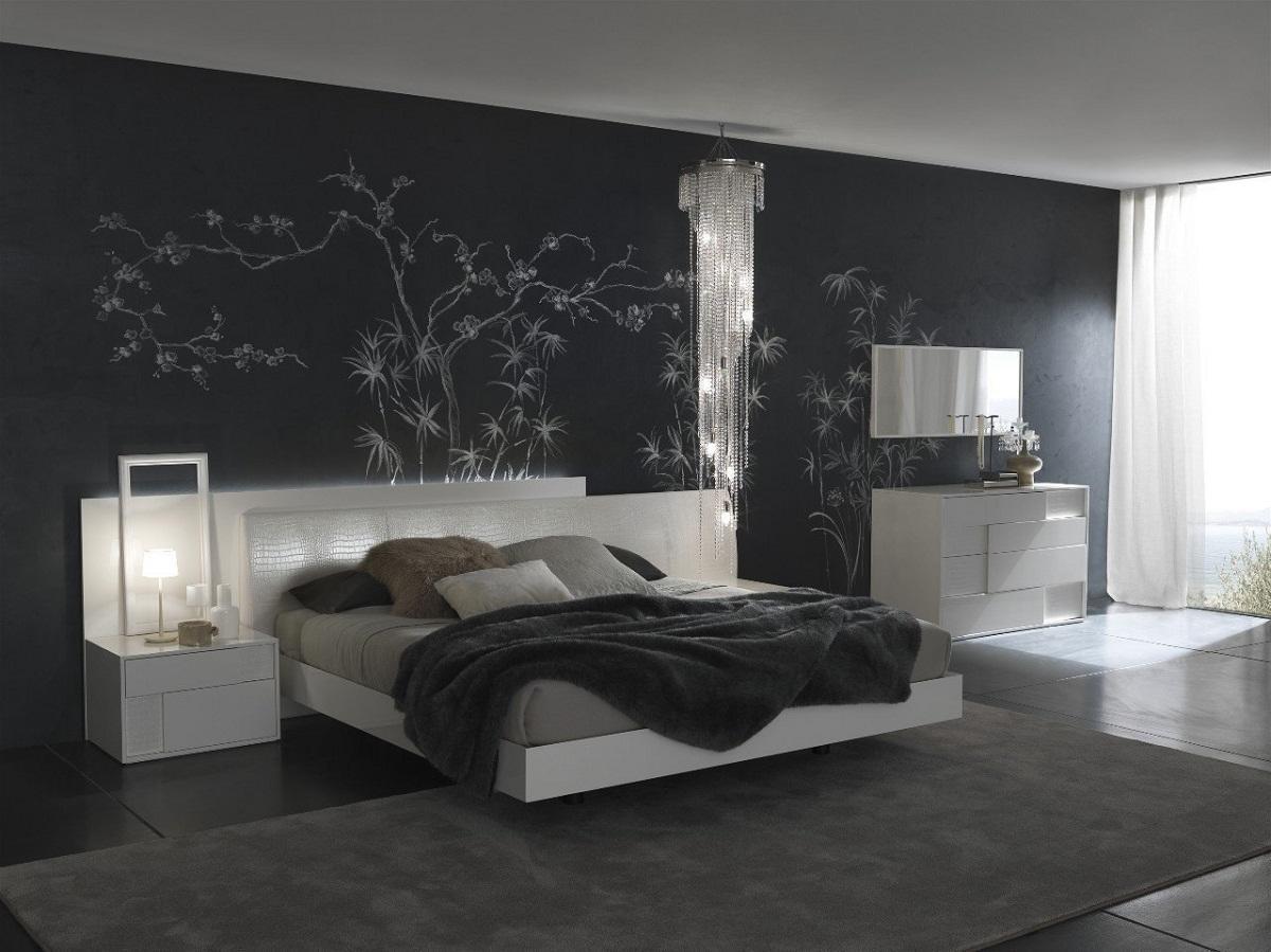 Если спальня большая, оформить интерьер можно в темных тонах
