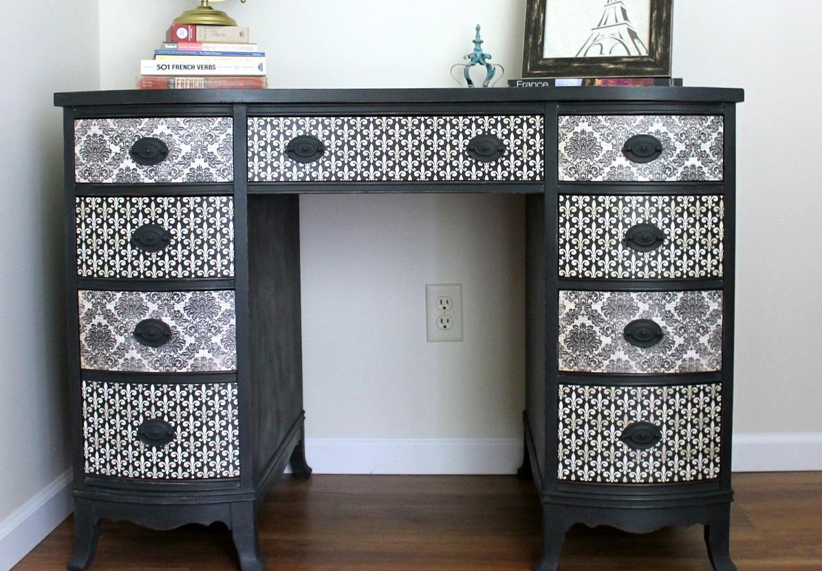 IMG_3449-duncan-phyfe-desk-makeover-decoupage Как из салфеток сделать декупаж стола. Такой декупаж журнального столика может сделать каждый. Инструменты и материалы