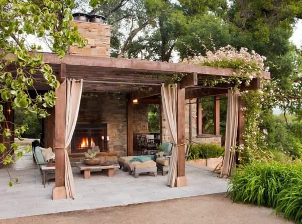 Уютная летняя кухня поможет не только собрать вместе всех близких и друзей, но и отлично украсит ваш участок