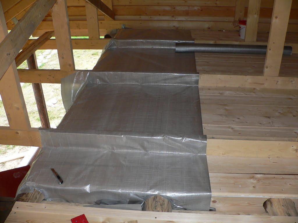 Монтаж пароизоляционного материала производится после укладки утеплителя