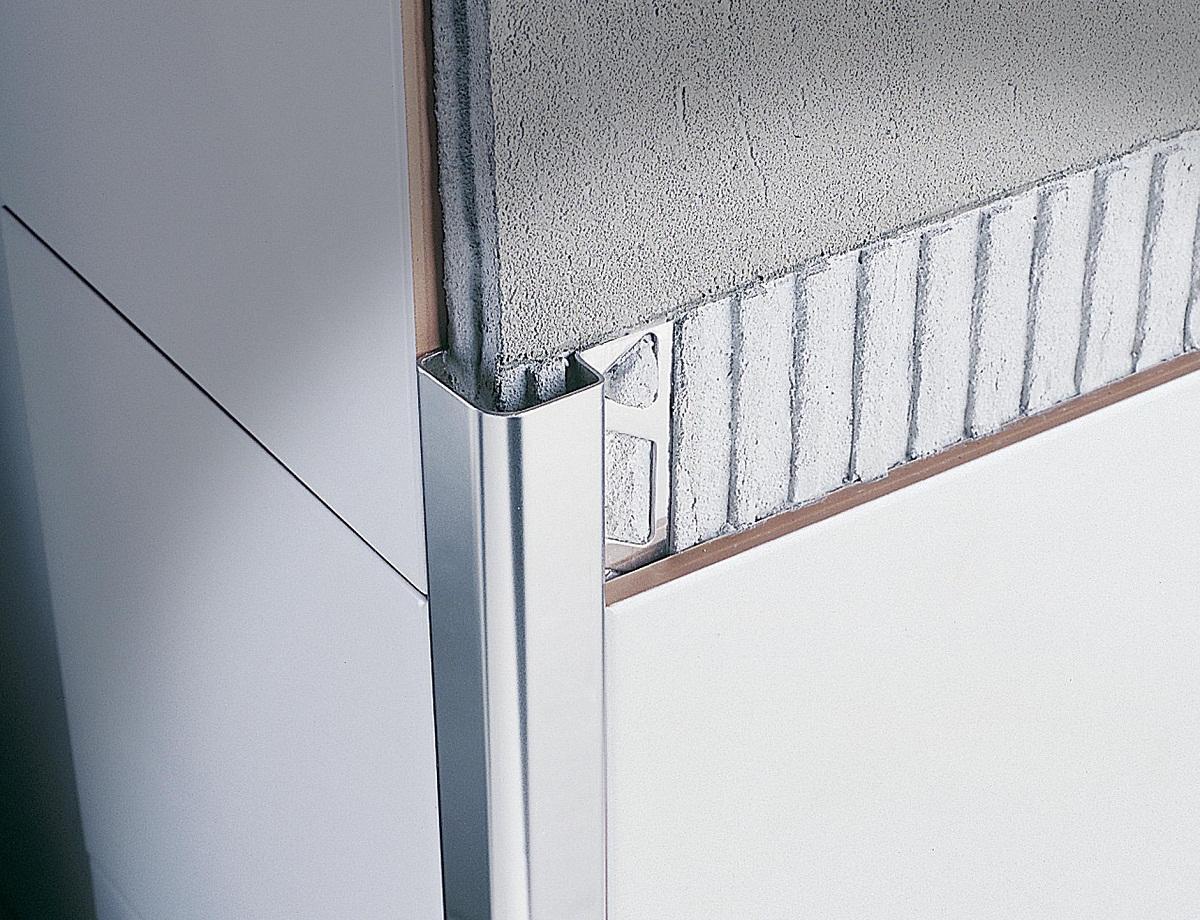 Среди преимуществ алюминиевых уголков стоит отметить отличный внешний вид и небольшую цену