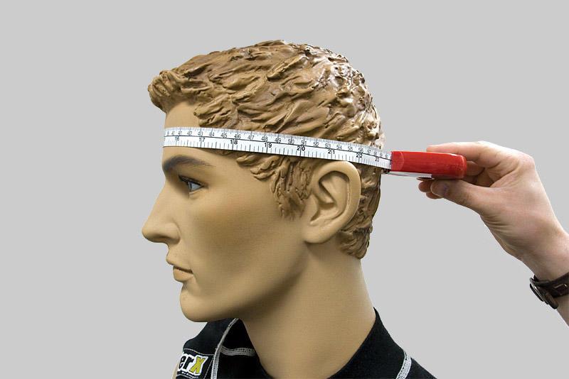 Первое, что нужно сделать при выкройке шапки для валяния – измерить обхват головы