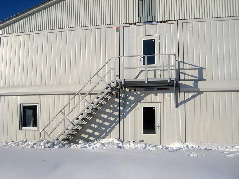 В технической инструкции лестницы в обязательном порядке должна быть информация о материале, из которого изготовлена конструкция