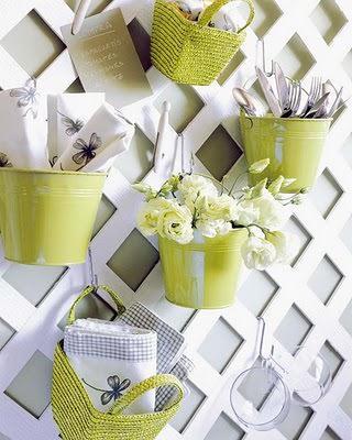 Цветы в горшках - одно из самых эффективных средств на пути в уютной кухне