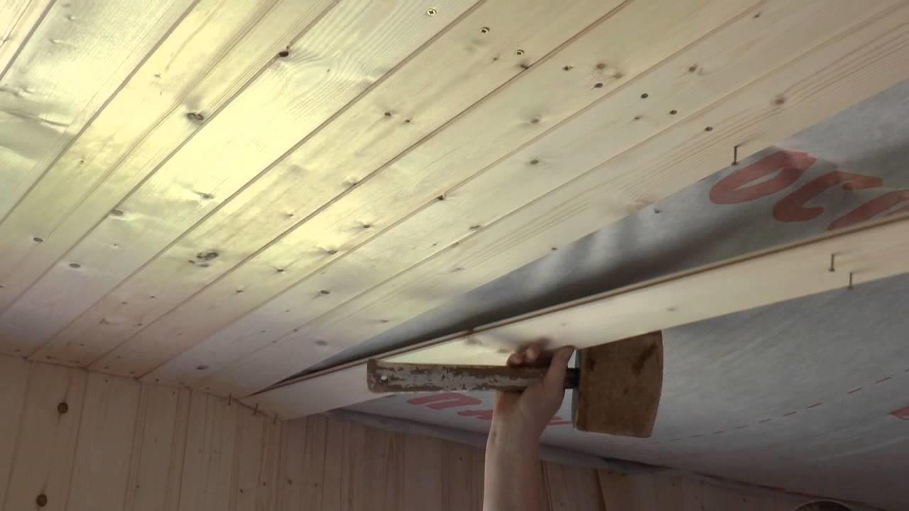 Выбор материала для чернового потолка основывается на надежной защите от влаги и пара