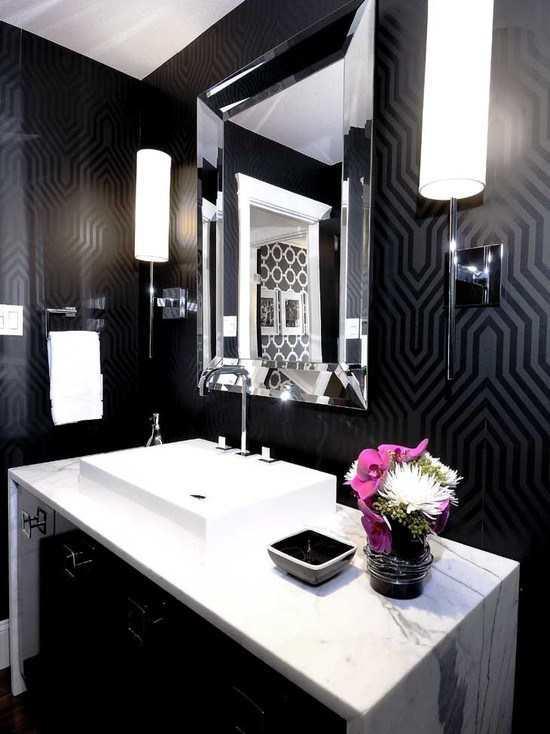 Каждая деталь в доме должна радовать своего владельца: поэтому даже в ванной следует поклеить обои
