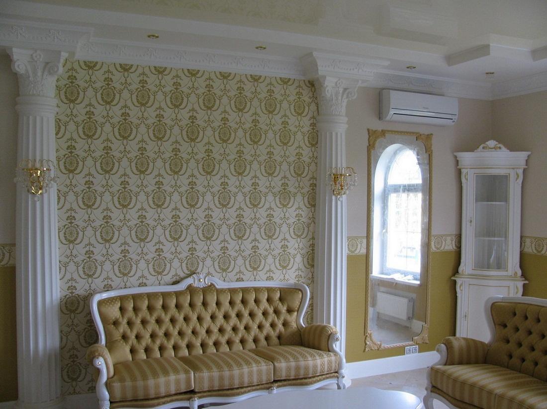 Лепной декор отлично вписывается в гостиную, выполненную в классическом стиле
