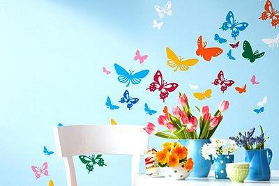 Бабочки на стене кухни подходят не для любого стиля, но поэкспериментировать стоит
