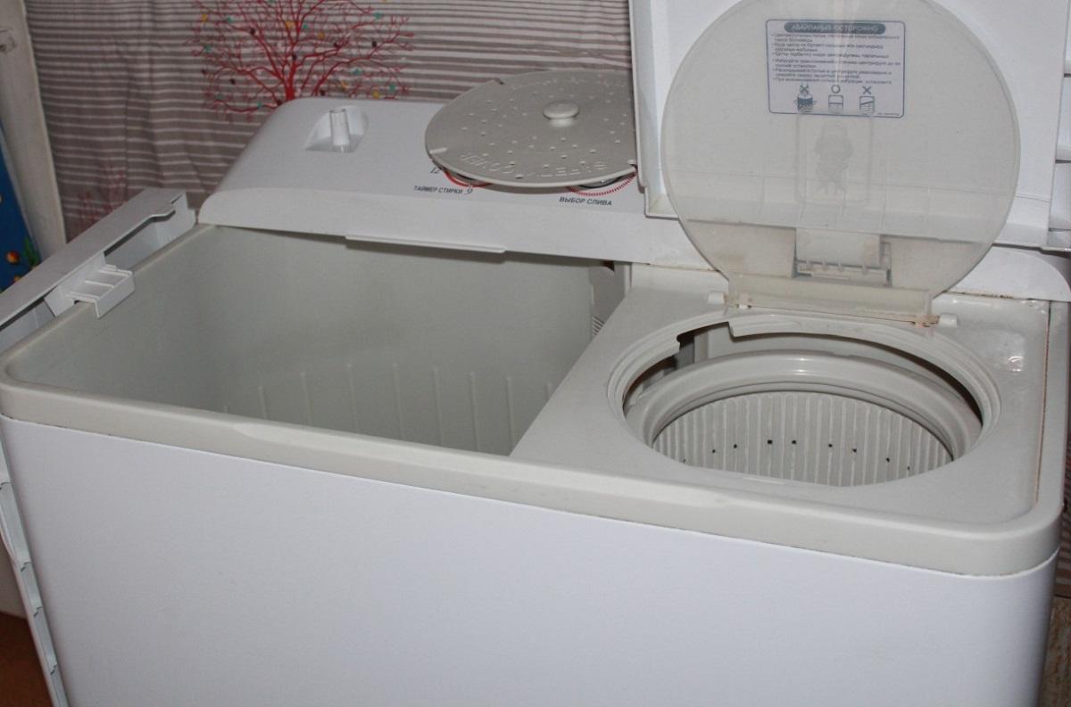 Перед тем как приступить к эксплуатации стиральной машины полуавтомат, стоит тщательно изучить инструкцию