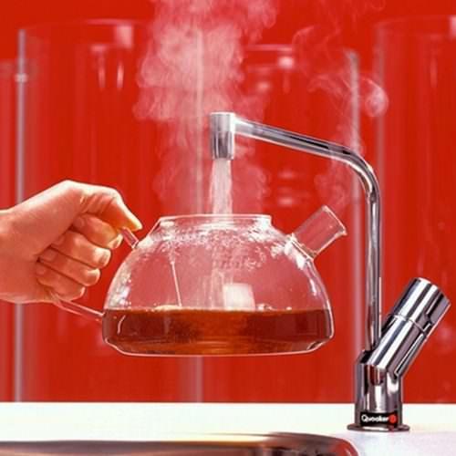 Из крана может бежать вода не соответствующей его назначению температуры по разным причинам