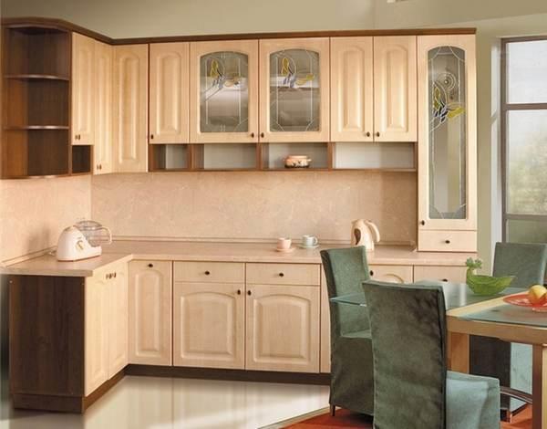 Кухонная мебель из МДФ имеет сравнительно невысокую стоимость, что делает ее более доступной