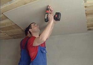 При обшивке потолка гипсокартоном не всегда есть возможность возведения каркаса