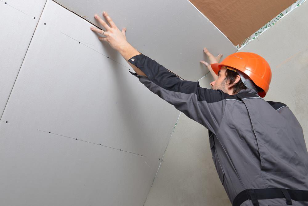 Крепление гипсокартона непосредственно на потолок — быстрый и дешевый способ, имеющий, однако, свои особенности