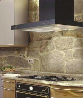 Многие считают, что без вытяжки на современной кухне просто не обойтись