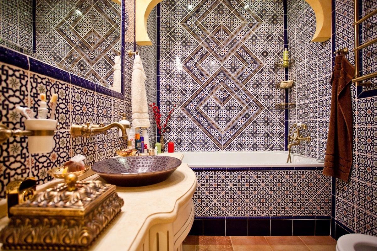 Ванная, сделанная в восточном стиле, выглядит стильно и роскошно