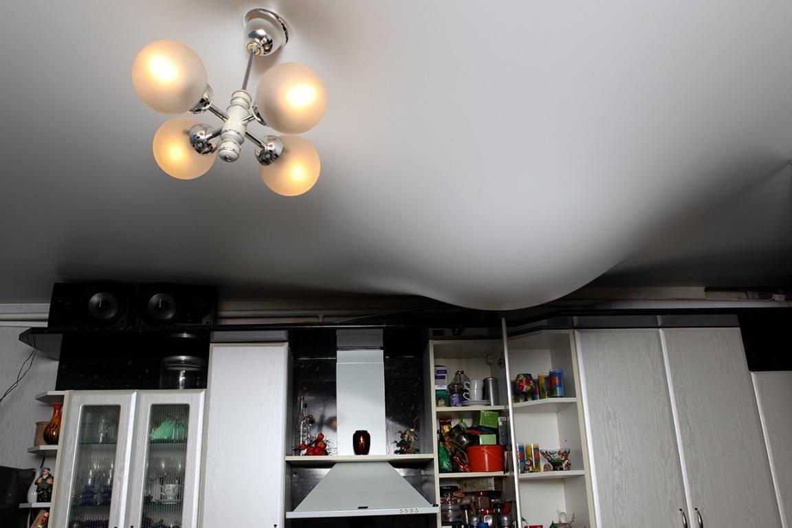 Для того чтобы натяжной потолок получился надежным и прочным, лучше всего обратиться за помощью к специалистам