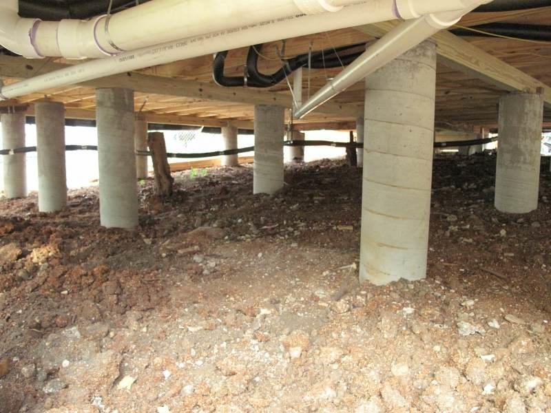 Большинство работ, в частности, прокладку водопровода и канализации, вполне можно сделать своими руками