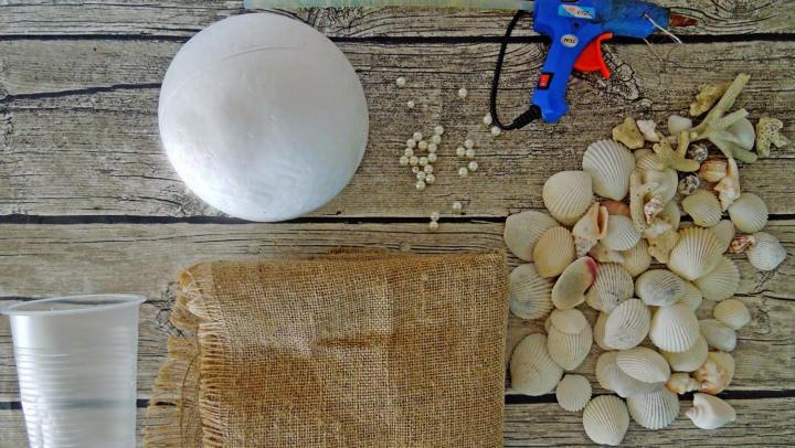 materialy-dlya-topiariya-iz-rakushek Топиарий из шишки: фото мастер класс, из листьев пошагово, своими руками как сделать осенний, из желудей еловых, мк из сосны