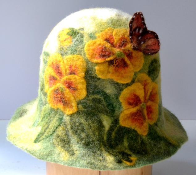 Валяние шапки даст вам возможность раскрыть не только свои творческие способности, но и привнесите в свой гардероб вещи необычной красоты