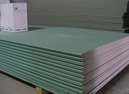 Влагостойкий гипсокартон рекомендуется использовать в помещениях с повышенной влажностью