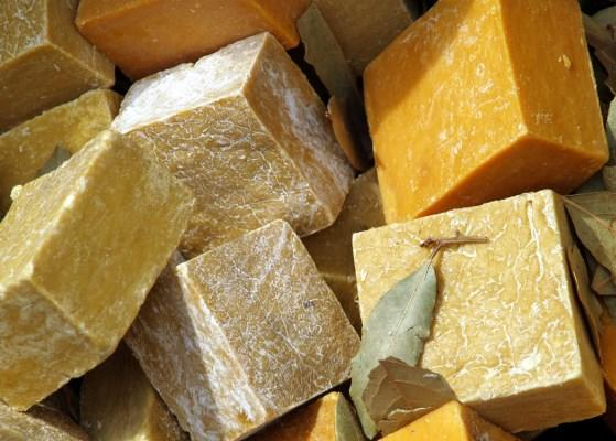 Хозяйственное мыло на сегодняшний день является достаточно популярным и востребованным среди домохозяек