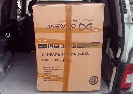 Перевозить стиральную машину лежа лучше в специальной коробке, надежно закрепленной в автомобиле