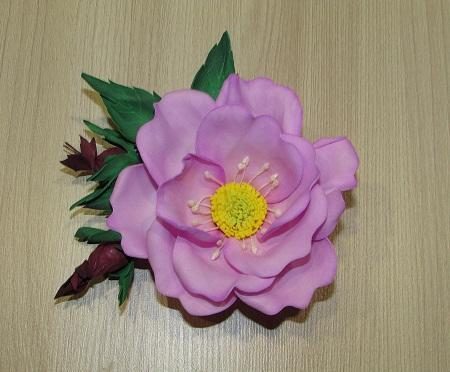 3c7263a04095ef75adb3d6b62c923521 Заколки из фоамирана: цветы своими руками, фото и для волос мастер-класс, ободок автомат, МК с розой как сделать