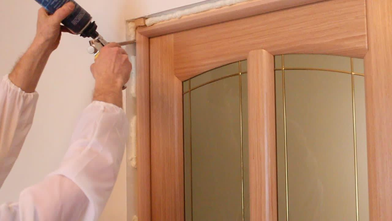 Операция по сборке и установке дверной коробки не требует особых навыков столярных работ