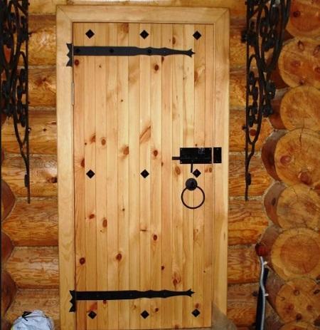Двери в баню должны обладать хорошими теплоизоляционными качествами