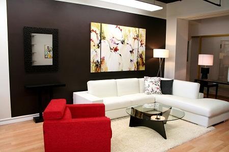 Для декора гостиной можно использовать как купленные изделия, так и сделанные своими руками