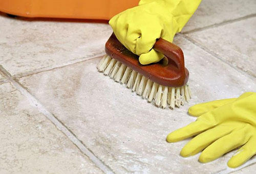 Быстро и легко отмыть напольную плитку после ремонта несложно, если ознакомиться с советами специалистов