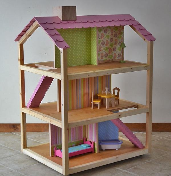 Собрать и смастерить оригинальный и неповторимый домик из фанеры вполне можно своими руками