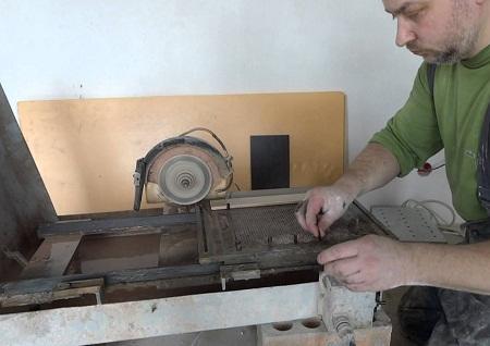 Как сделать плиткорез из болгарки своими руками