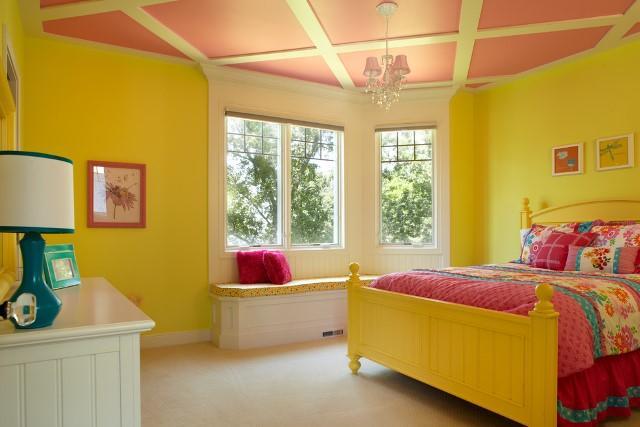 Спальню, оформленную в ярких тонах, предпочитают современные энергичные люди, ведущие активный образ жизни