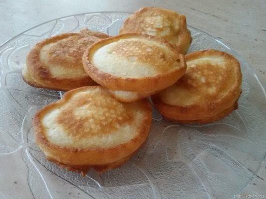 Очень вкусными и ароматными получаются диетические оладушки, которые приготовлены на кефире
