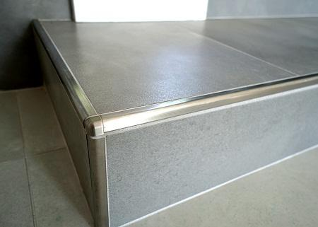 Алюминиевый уголок способен улучшить эстетические и эксплуатационные качества плитки