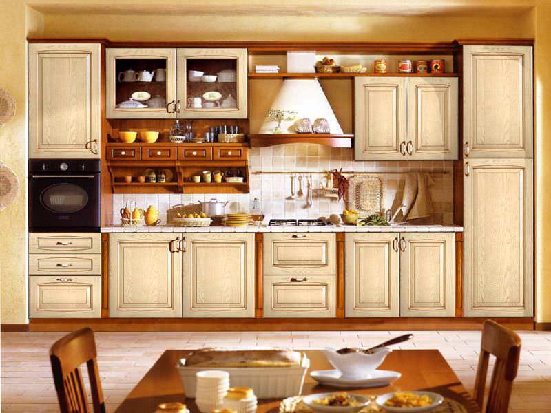 Классические кухонные гарнитуры пользуются неизменной популярностью