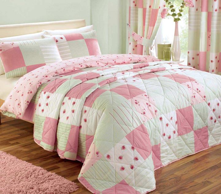 patchwork_bedspread_pink_z0 Цветочные пэчворк подушки своими руками схемы