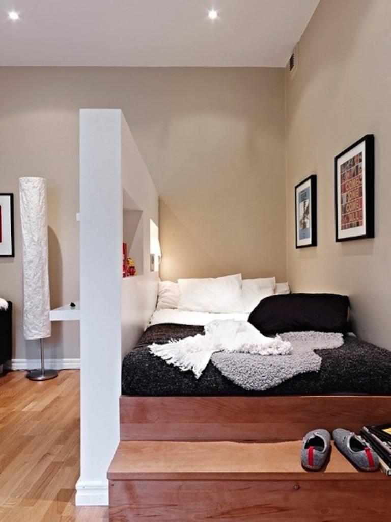 Декоративная стенка - это один из способов быстрого зонирования пространства